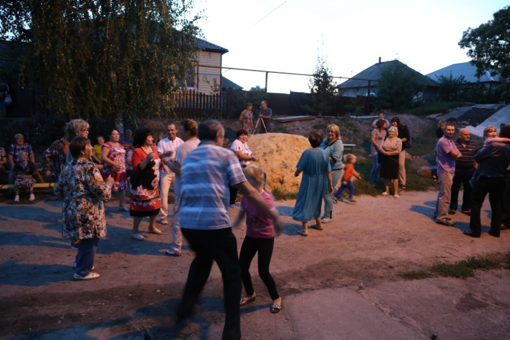 Новая детская площадка советская